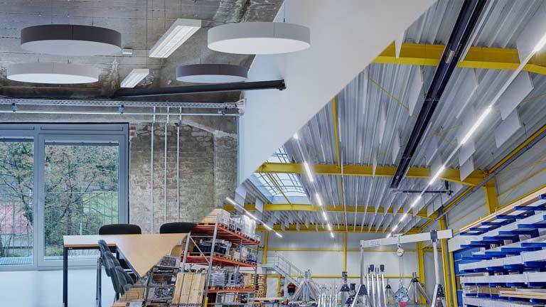 aixFOAM Premium Schallabsorber in Büro und Industriehallen
