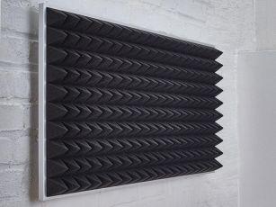 Akustikschaumstoff mit Pyramidenoberfläche