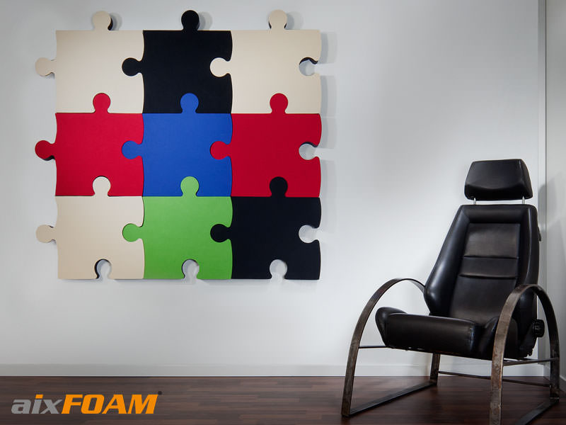 Farbige Schallabsorber in Puzzle Form von aixFOAM