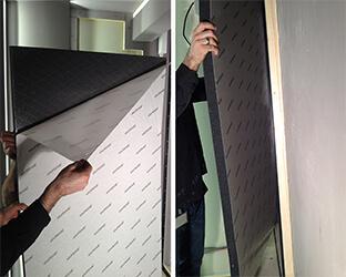 Le papier de protection est retiré dans la zone supérieure et l'absorbeur est disposé sur le mur.