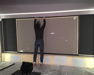 L'absorbeur de bruit SH001 sur le mur de projection