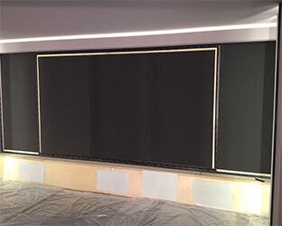 L'absorbeur de bruit SH001 derrière l'écran