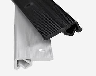 Les profils de tension muraux permettent de tendre le tissu.