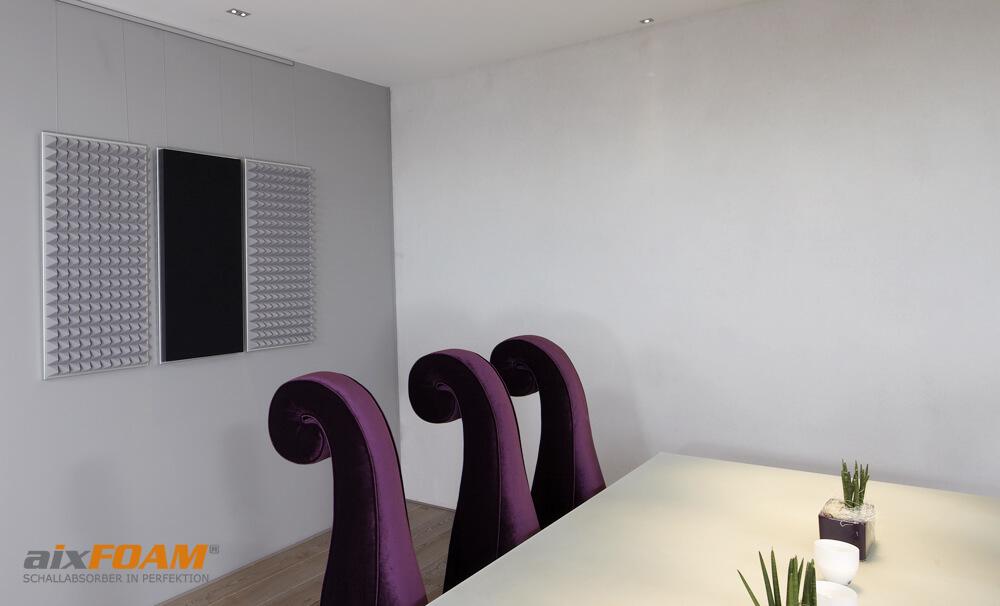 aixFOAM Pyramidenschaumstoff SH003 und aixFOAM Design Schallabsorber mit Akustikfilzkaschierung schwarz SH006 mit Montagerahmen