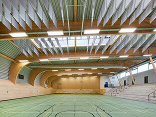 Schallschutz in einer Sporthalle mit aixFOAM Akustik Baffeln SH001VMH