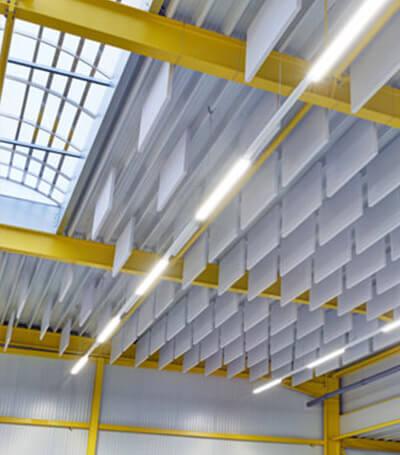 Akustik Baffeln - Schallschlcuker in Industriehallen